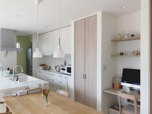 キッチン横の使い勝手の良いPCスペース
