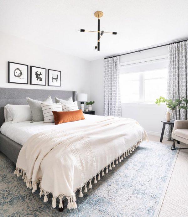 寝室は2重カーテンに模様替え
