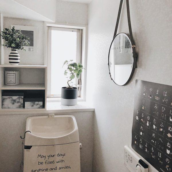 モノトーンカラーのトイレ