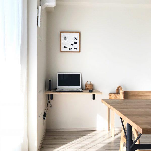 壁付けテーブルのパソコンスペース
