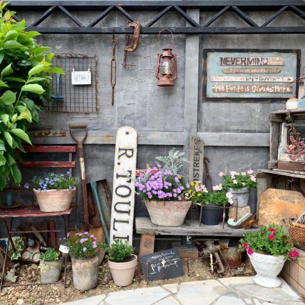 ジャンクアイテムが趣を作る小さなお庭