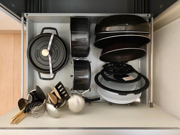 鍋やお皿を並べてホールドできるスタンド