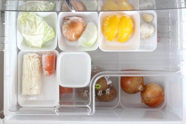 トレーで冷蔵庫の野菜室の野菜整理に