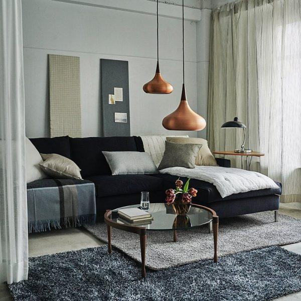 ブラックカラーのソファ