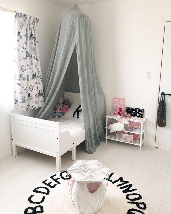 伸縮するベッドがおしゃれで便利な子供部屋