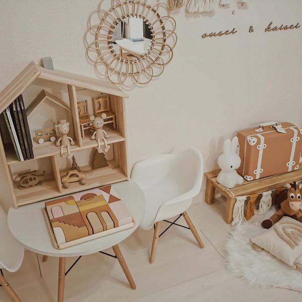 ドールハウスを飾ったキュートな子供部屋