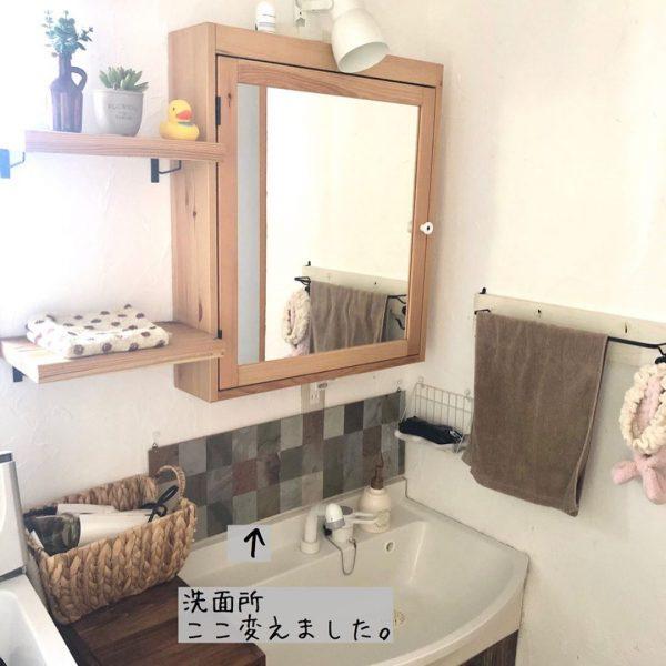 ナチュラルな洗面所におしゃれなミラー戸棚