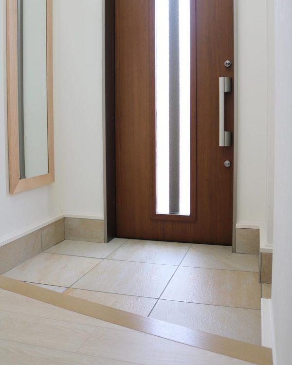 木製のドアはから拭き
