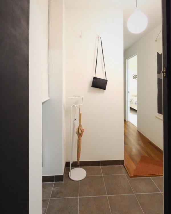 すっきりシンプルな玄関インテリア