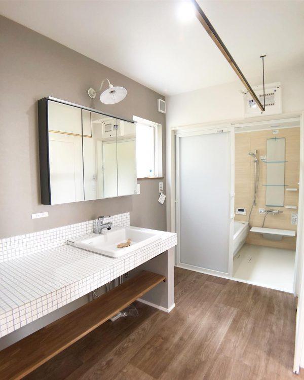 洗面所のアクセントクロス実例