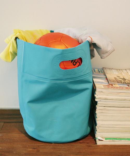 ポップなカラーのタープバッグ