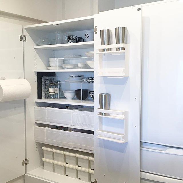 キッチンボードにグラス専用の収納方法