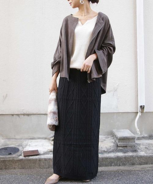 白ニット×黒ニットスカート