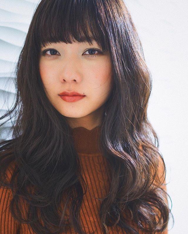 【2020秋最新】ロング×前髪ありの髪型4