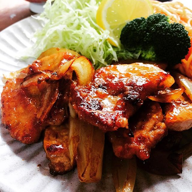 スタミナレシピ!厚切りロースのガッツリ生姜焼き