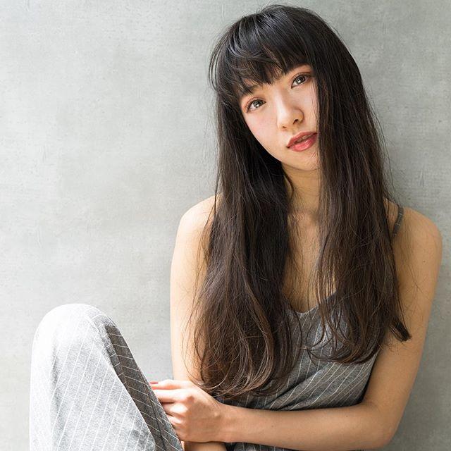 【2020秋最新】ロング×ストレートの髪型2