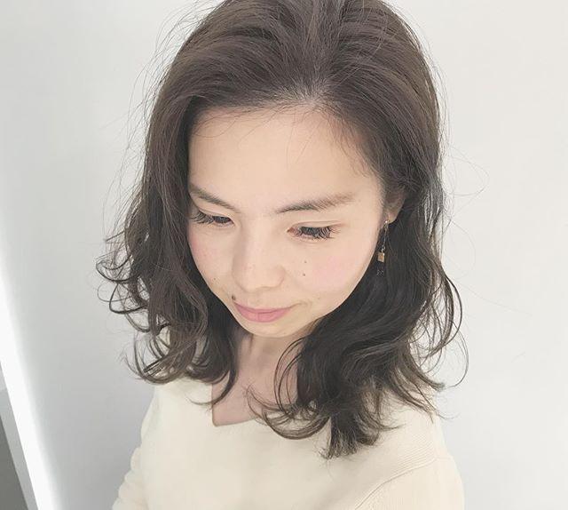 秋におすすめ!ミディアム×前髪なしの髪型6