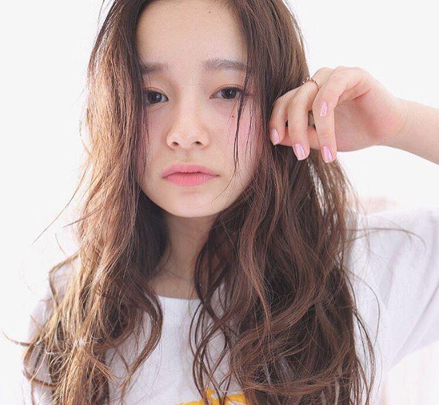 【2020秋最新】ロング×前髪なしの髪型4