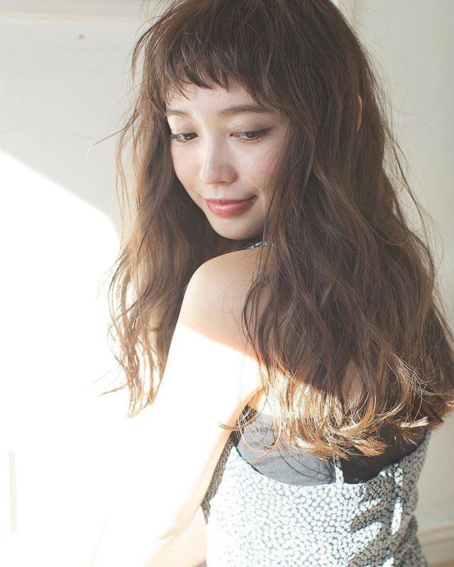 【2020秋最新】ロング×パーマの髪型4