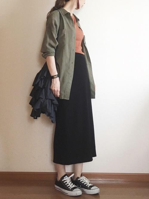 大人の秋のシャツ×ロングスカートコーデ4