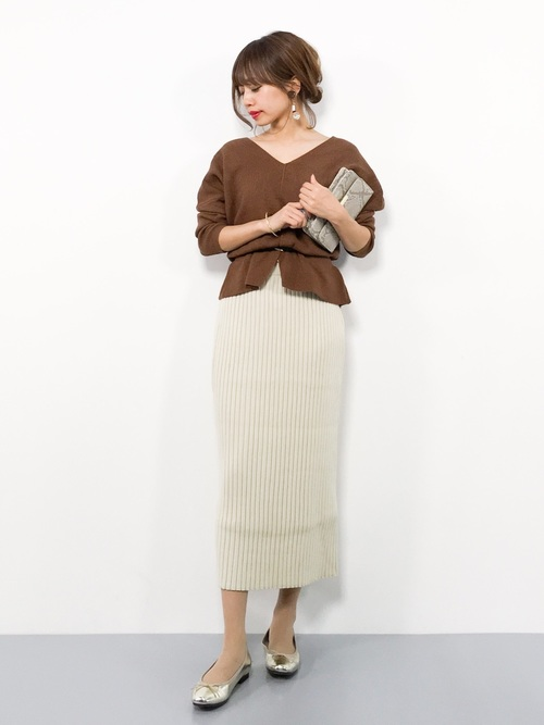茶色ニット×リブスカートの秋デートコーデ