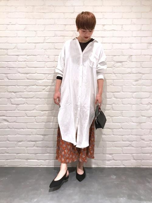 白シャツワンピース×花柄ロングスカート