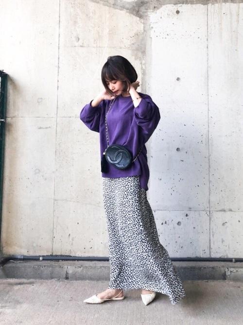 紫トップス×レオパードスカートのデートコーデ