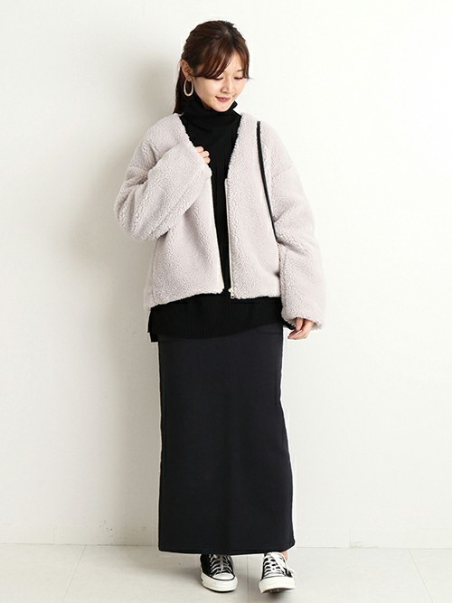 黒スウェットスカート×ボアブルゾンコーデ