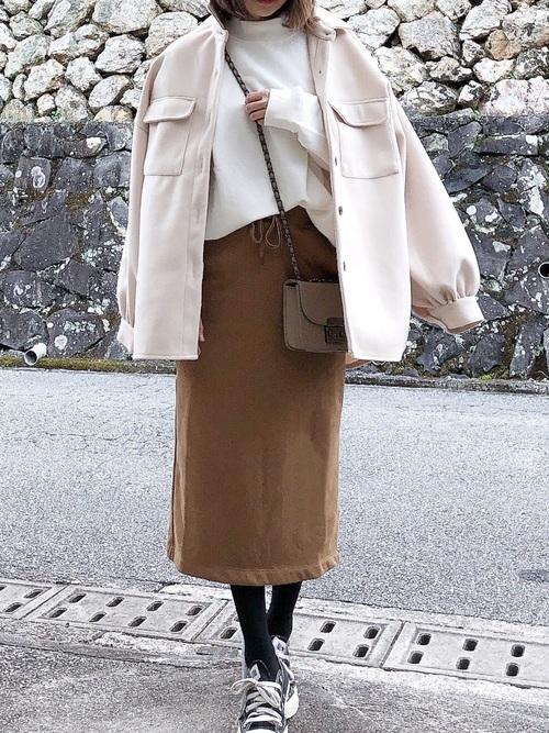 茶色スウェットスカート×ジャケットコーデ