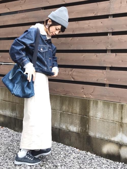 白タイトスカート×デニムジャケットの秋コーデ