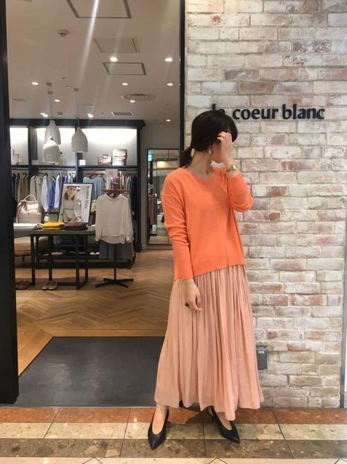 ピンクVネックプルオーバー×ギャザースカート