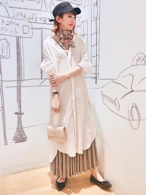 白ロングシャツワンピース×ニットスカート