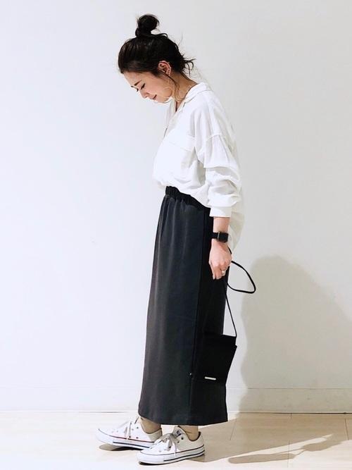グレースウェットスカート×白シャツコーデ