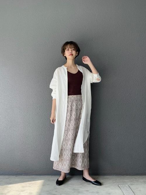 白リネンシャツワンピース×ペイズリースカート