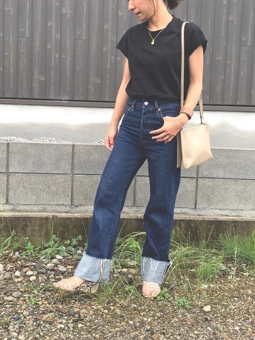 黒Tシャツの夏コーデ