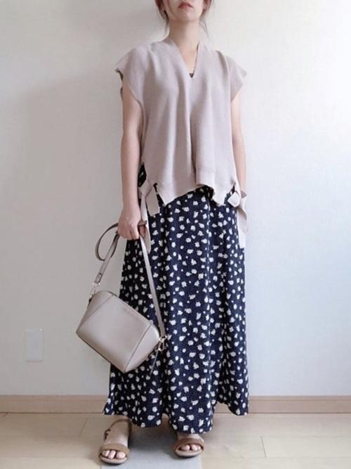 GU 大人コーデ 花柄ロングスカート