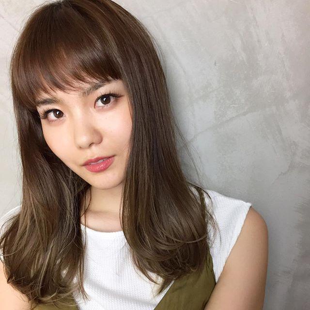 【2020秋最新】ロング×ストレートの髪型5