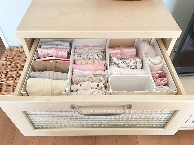 棚の中は仕切りを使用してすっきりと収納