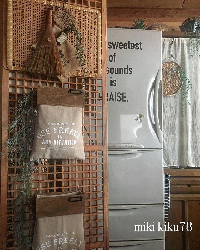 木目の暖かい雰囲気が素敵なレジ袋の収納方法