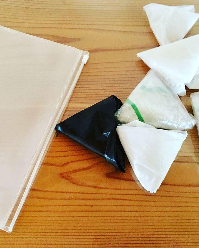 畳んだレジ袋の省スペースな収納方法