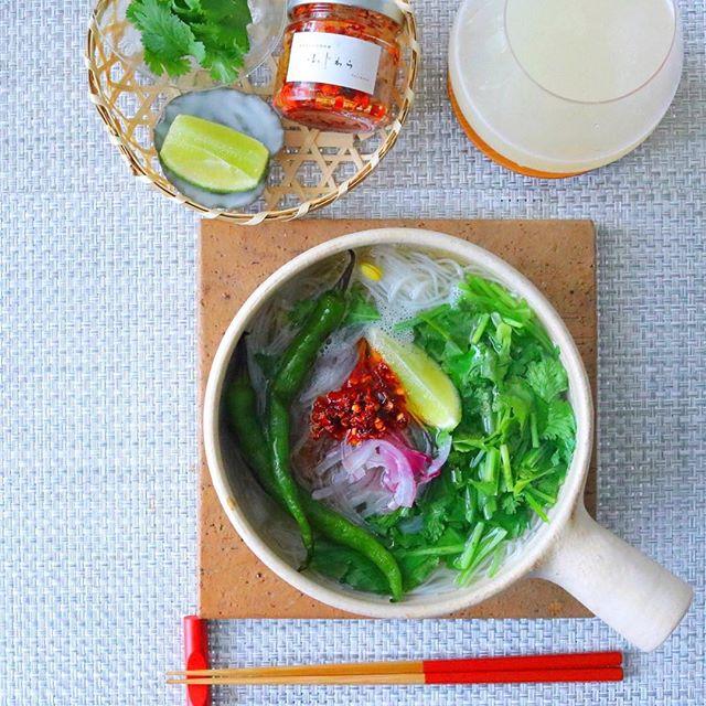 パクチー料理の定番!野菜たっぷり汁ビーフン