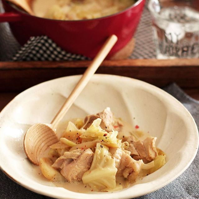 洋食に!人気の鶏肉とキャベツの味噌チーズポトフ