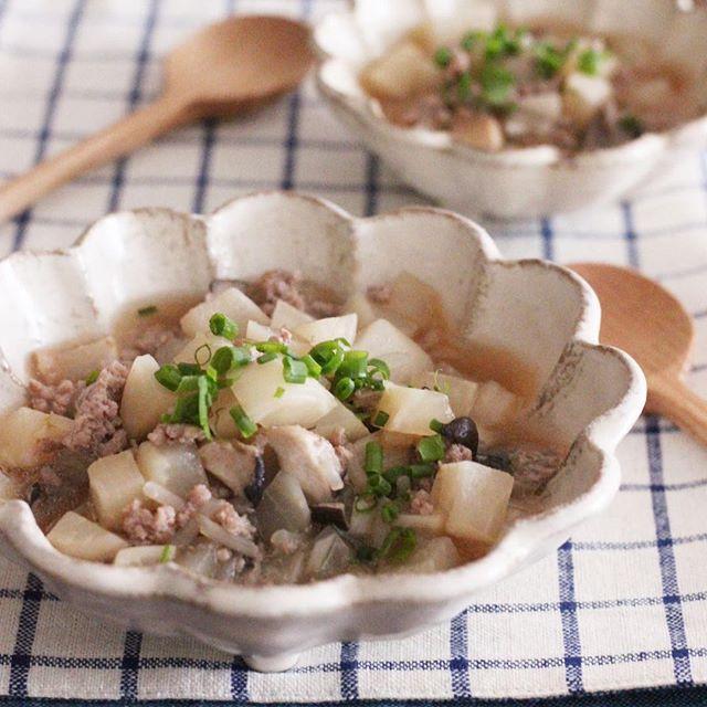豚ひき肉で絶品に!美味しいカブのそぼろ煮