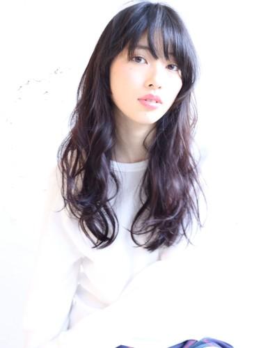 前髪ありの30代黒髪ロング×パーマ10