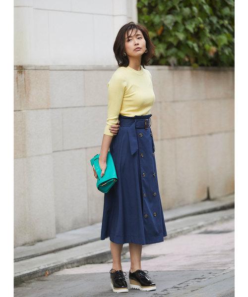 黄色リブニット×ネイビーフレアスカート