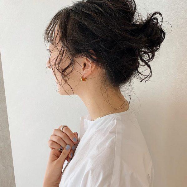 黒髪ミディアムヘアアレンジ《シニヨン》3