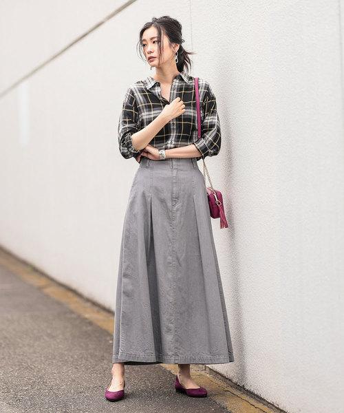 チェックシャツ×グレーデニムロングスカート