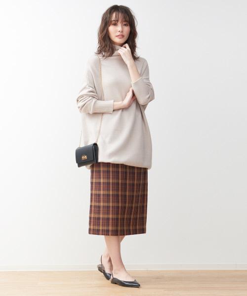 ロング丈ニット×ベルト付きタイトスカート
