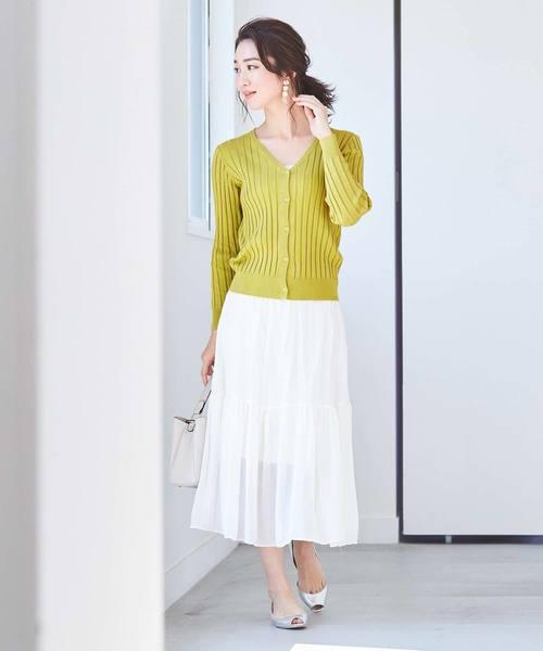 黄色リブカーディガン×白シアースカート