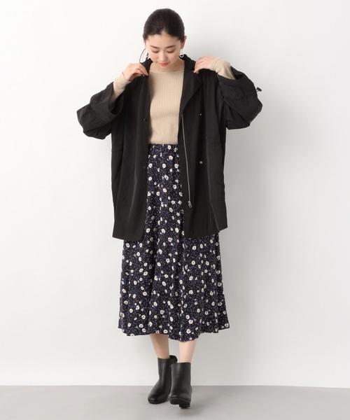 黒マウンパ×小花柄スカート